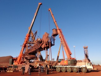 HEAVY-LIFT-AT-KOLOMELA-PIC-05-e1460469855717