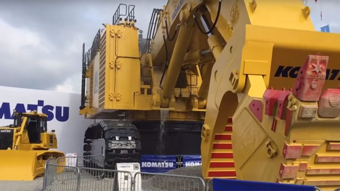 Heavy Equipment Oil Leaks : Komatsu pc gigantic oil leak at bauma machine