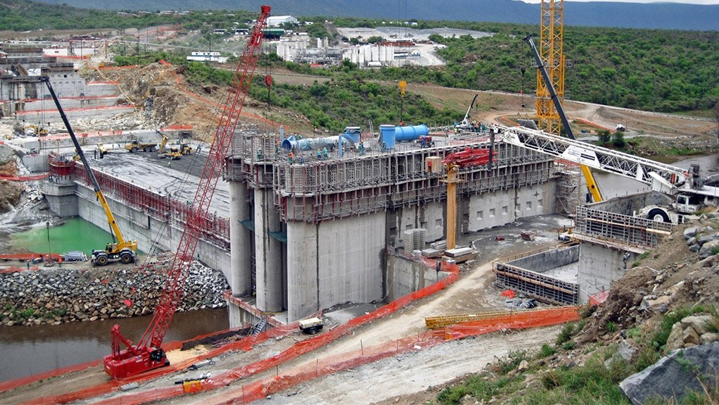 Crane Expert Calls For Infrastructure Spending in South Africa
