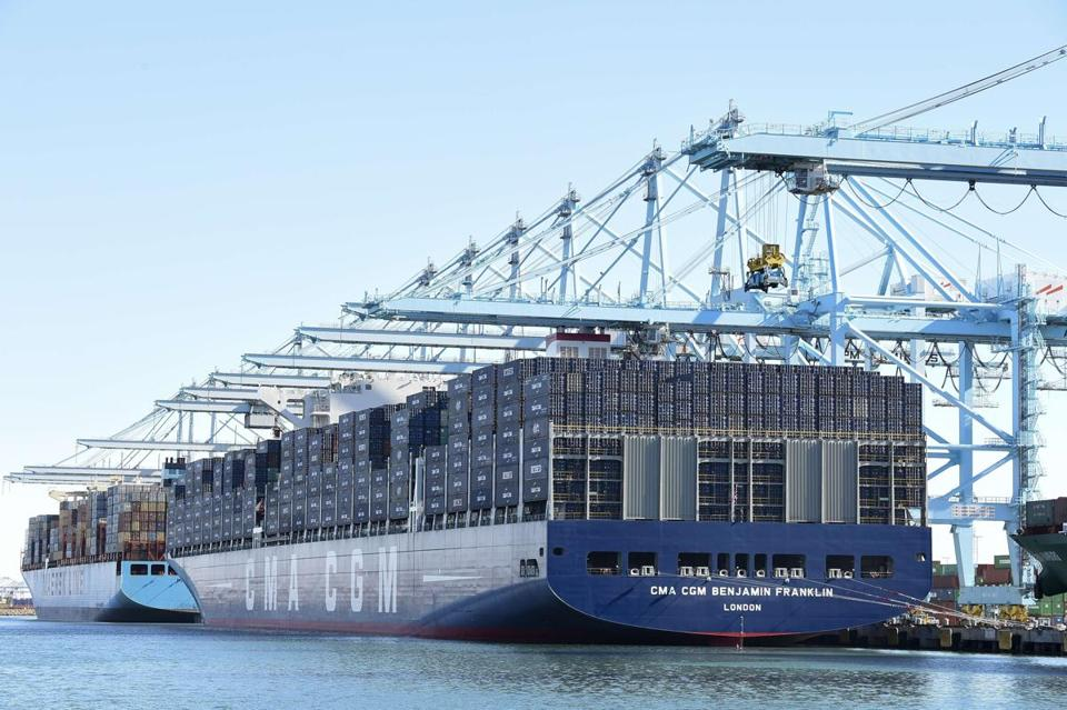APM Terminals signs crane extension contract for Pier 400