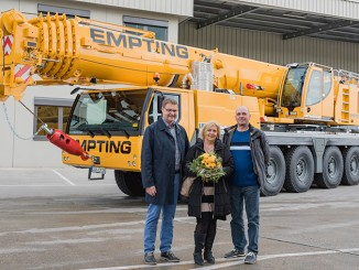 From left to right: Jens Fähse (Liebherr-Werk Ehingen GmbH), Birgit Brending, Hartmut Brending (both from Empting Kran und Handelsgesellschaft mbH)