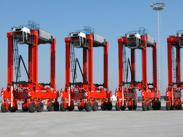 Kalmar delivers eight diesel-electric straddle carriers to Port of Tauranga in New Zealand