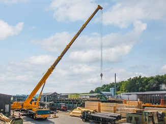 The Liebherr LTM 1160-5.2 mobile crane unloading an 8 tonne timber saw.