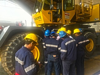 A new class of certified Manitowoc Crane Care technicians take part in a hands-on training session at AMECO in Mexico City.