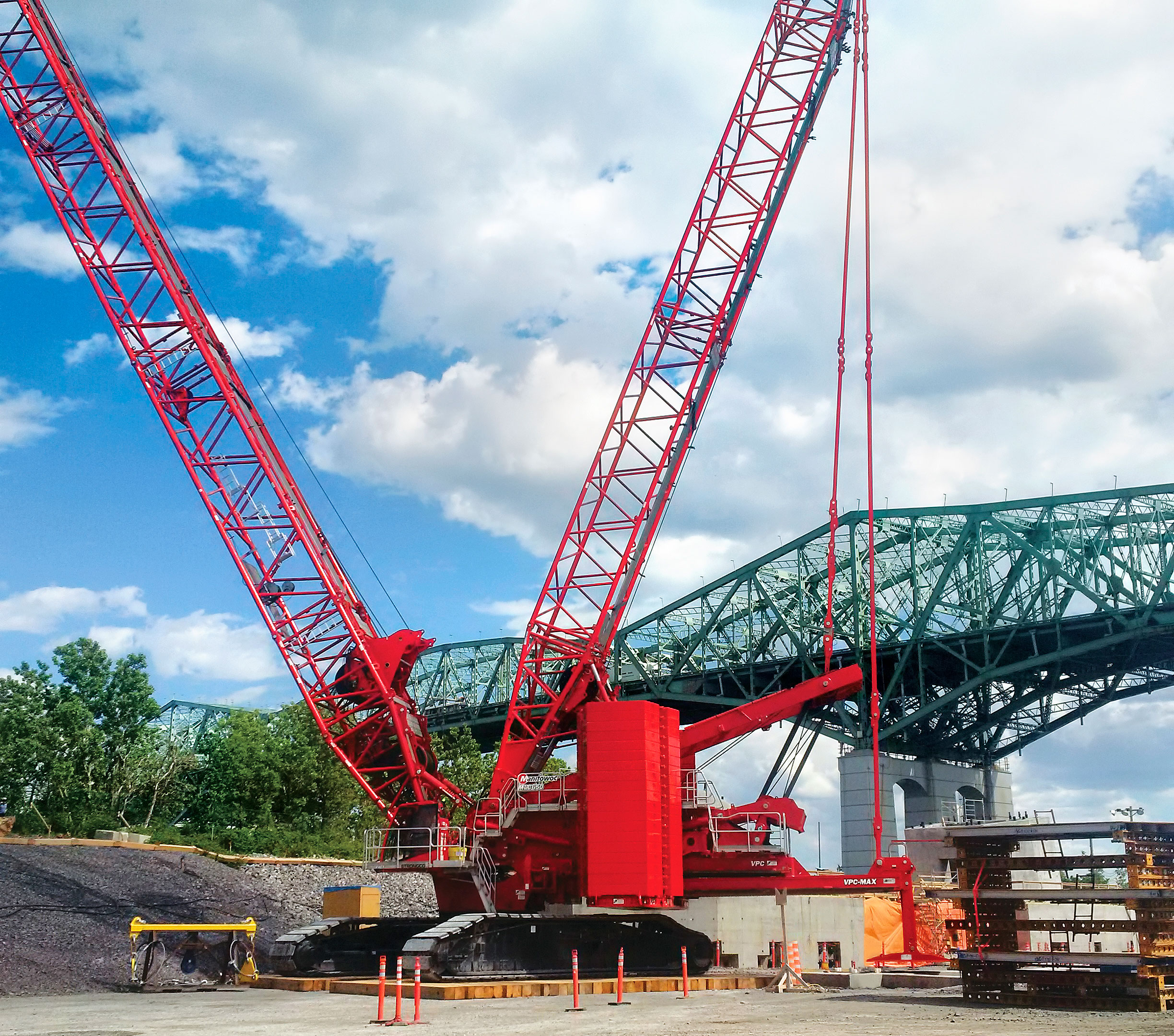 manitowoc mlc650 crawler crane keeps montreal bridge replacement on track machine market minutes. Black Bedroom Furniture Sets. Home Design Ideas