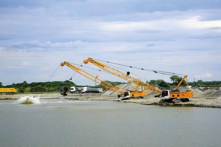 Competence in Gravel Extraction: Kiesabbau Wiedemann Opts for Duty Cycle Crawler Cranes from Liebherr