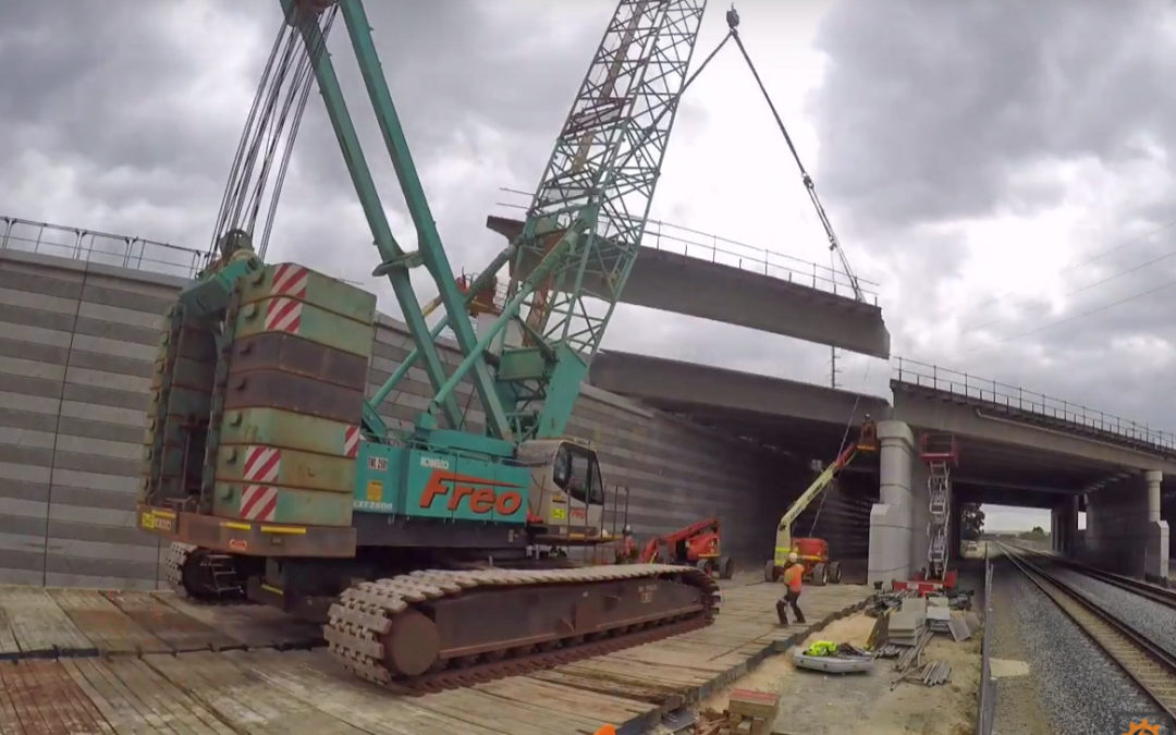 A Freo owned Kobelco CKE2500 crawler crane working on the Roe Hwy expansion in Perth