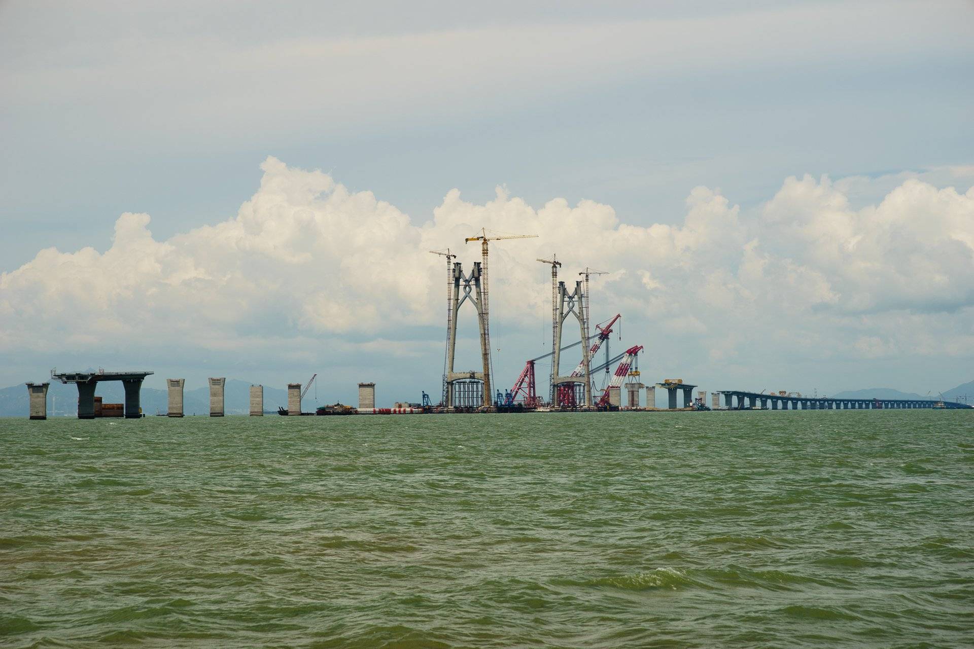 hong-Kong-Zhuhai-Macao-Bridge-machine.market-1