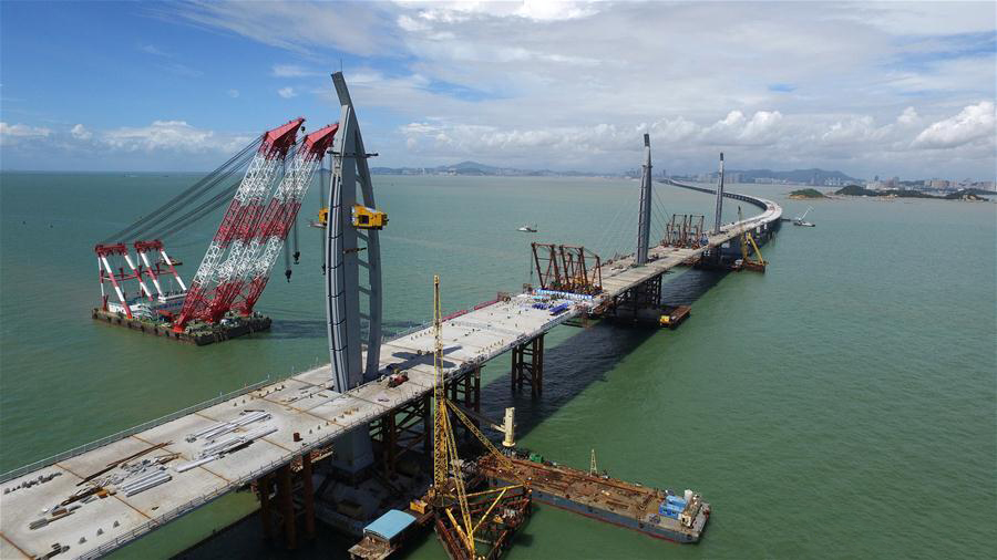 Major construction of world's longest cross-sea bridge completed
