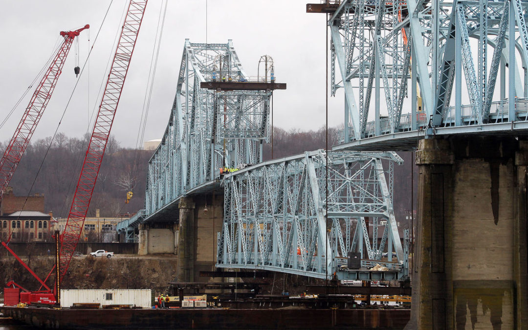 Pictures of Brayman Construction lowering a 375′ center section of the old Ironton-Russell Bridge on the Ohio River