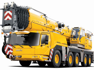 The compact Grove GMK5250L All Terrain Crane offers excellent roadability. Special attention has been given to the appropriate axle-group spacing.