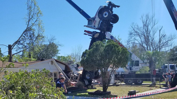 32 Ton Boom Truck Crane Tips And Hit Two Homes In