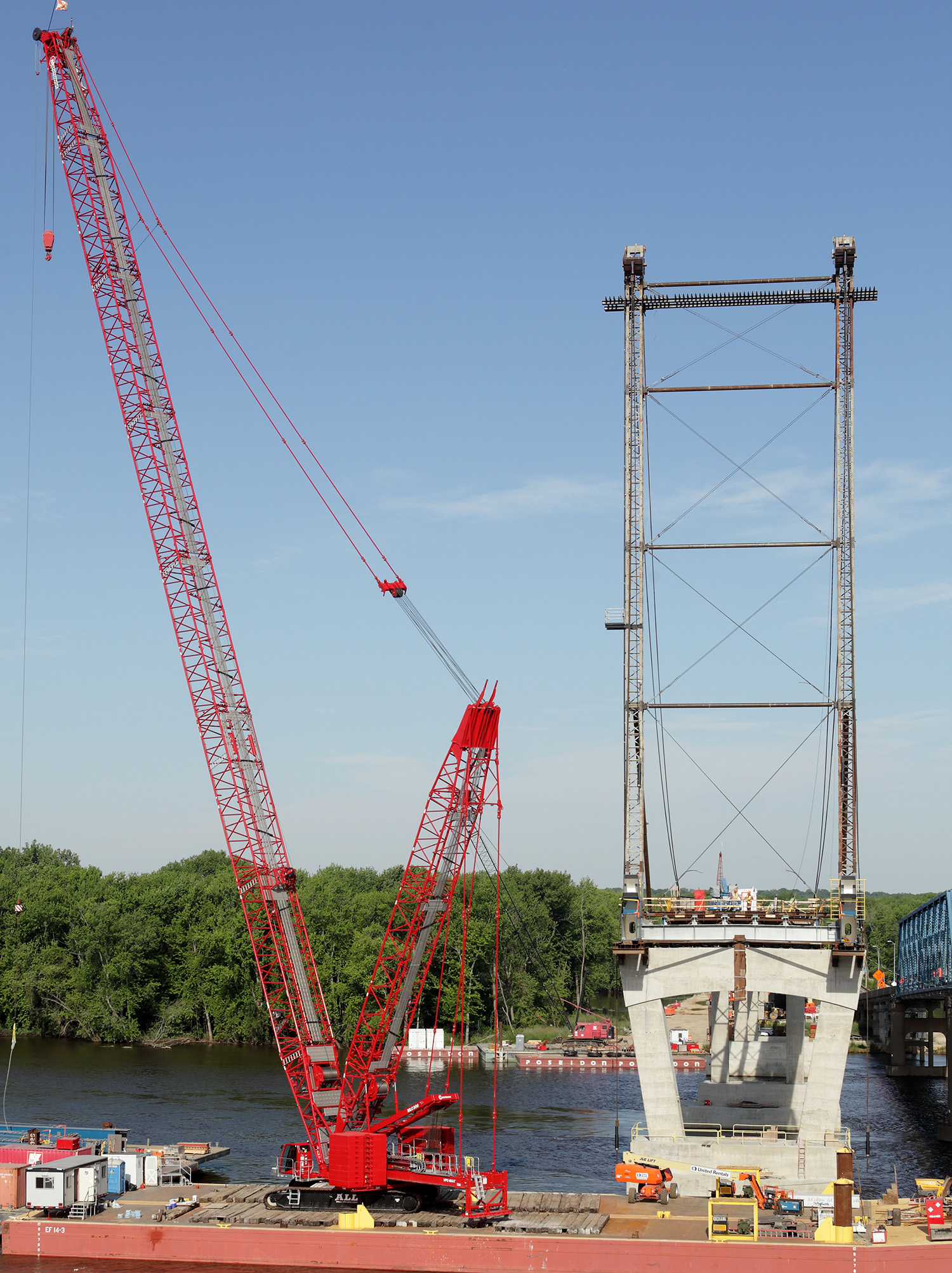 When the Manitowoc MLC300 crawler crane debuted with Variable Position Counterweight (VPC) and VPC-MAX heavy lift attachment, one of its unique selling points was the crane's barge-lifting capabilities. The reduced footprint and floating counterweight meant that it would be much more efficient for lifters to barge-mount a crawler crane. Contracting teams could erect the crane onto smaller water-based barges because the machine automatically adjusts its center of gravity for each lift.