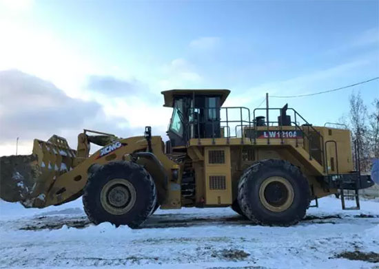 XCMG Wheel loaders and Dozers working in Siberia, where it is always cold