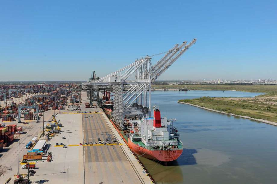 Port-Houston-ZPMC-ship-to-shore-cranes
