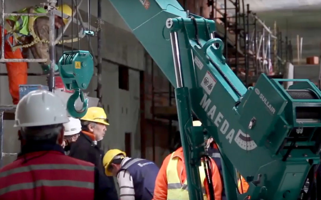 Cool Video of a Maeda Mini Spider Crawler Crane in Action in Argentina