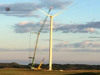 When a wind turbine at the Musselroe Wind Farm in Tasmania, Australia required a change of gearbox and generator, a Grove GMK6400 all-terrain crane turned out to be the perfect choice for the job.  Woolnorth Wind Farms, owner and operator of the Musselroe location, contracted turbine manufacturer Vestas Wind Technology to manage the replacement work.
