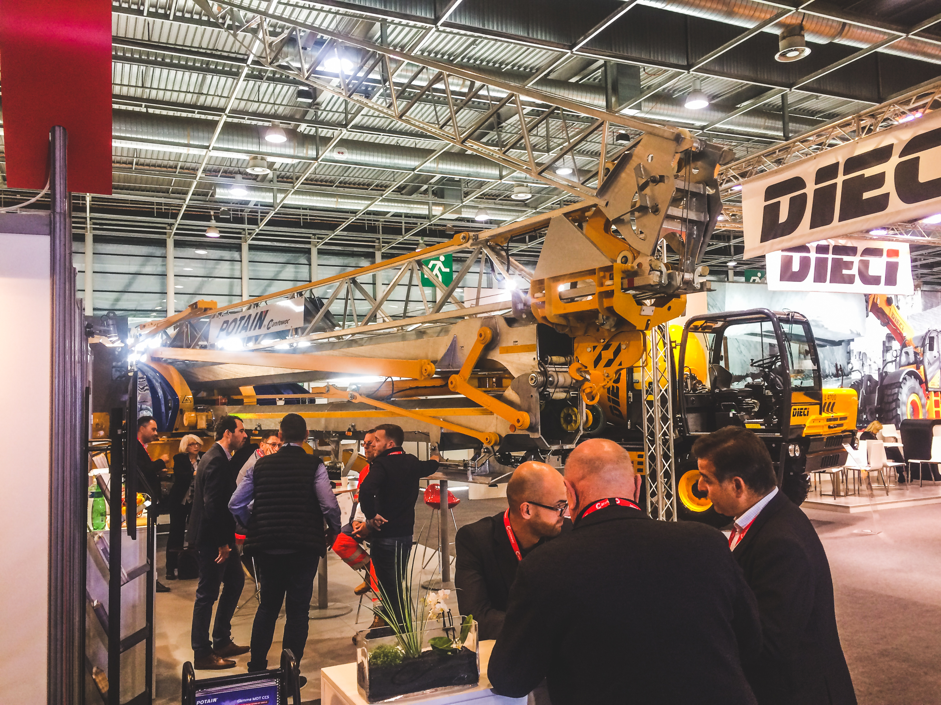 Potain once again showcased the strength of its self-erecting crane range at Batimat 2017. From November 6 – 10, Potain occupied both indoor and outdoor booths at Batimat, displaying two Igo M cranes that are ideal for small contractors and other lifters that require compact, easily transportable lifting solutions.