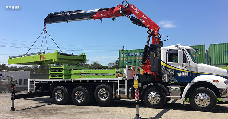 600 Cranes Australasia Pty Ltd, delivers a Fassi F485RA.2.28 xe-dynamic loader crane to Cosmo Cranes Group