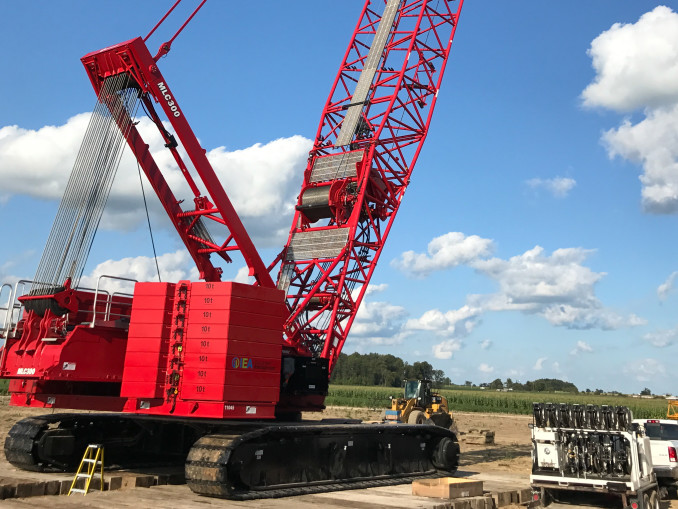 One North American construction company that works in the renewable energy sector discovered the time-saving and logistical benefits of using a Manitowoc MLC300 with fixed-position counterweight (FPC) to construct wind towers. White Construction is the first customer to use the crane, which features the same best-in-class load charts and compact footprint as the original MLC300, but utilizes a fixed-position counterweight instead of a Variable Position Counterweight (VPC).