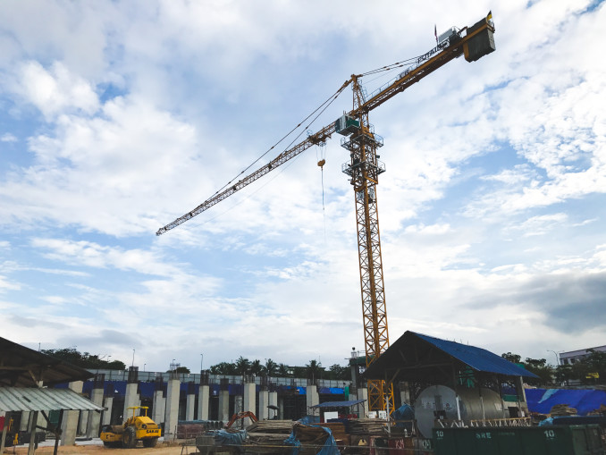 CB Construction relies on Potain cranes for the mega projects it manages, such as the construction of Malaysia's largest shopping mall for retail group AEON. The Seremban-based construction firm purchased an MC 310 K12 tower crane to help with superstructure work on the project, which will cover some 110,000 m2 and comprise five stories.
