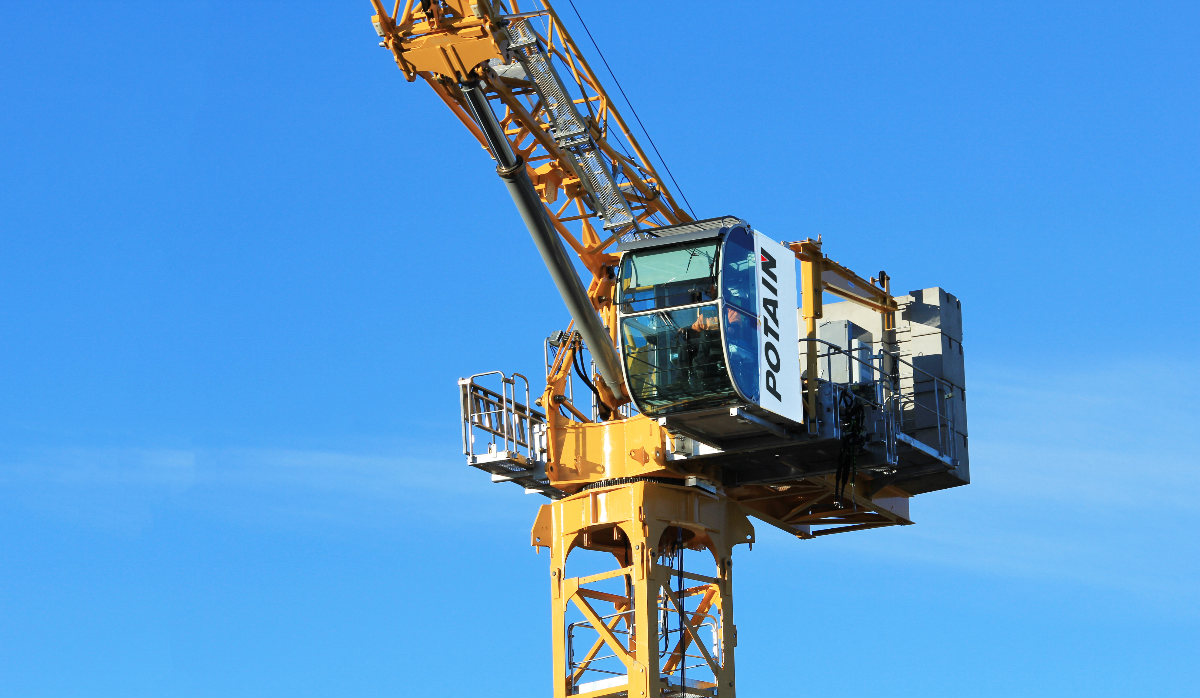 The all-new Potain MCH 125 has launched, the company's first hydraulic topless luffing jib crane. Having previewed as a prototype at bauma China 2016 in Shanghai, the first units have since been tested on site with select dealers in Thailand, Australia and New Zealand ahead of the crane's launch into several international markets. It is the first topless luffing jib model from Potain and its unique hydraulic technology makes it easier to assemble and faster to operate.