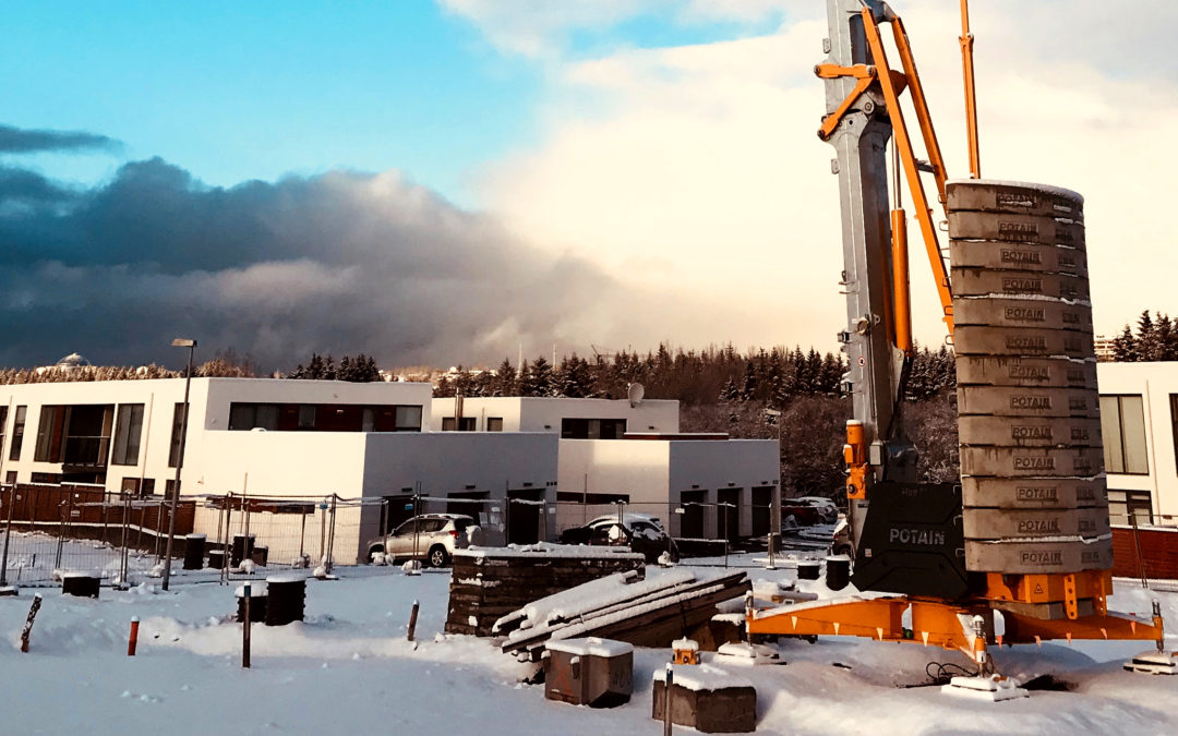 First Potain Hup 32-27 self-erecting crane tower crane arrives in Iceland