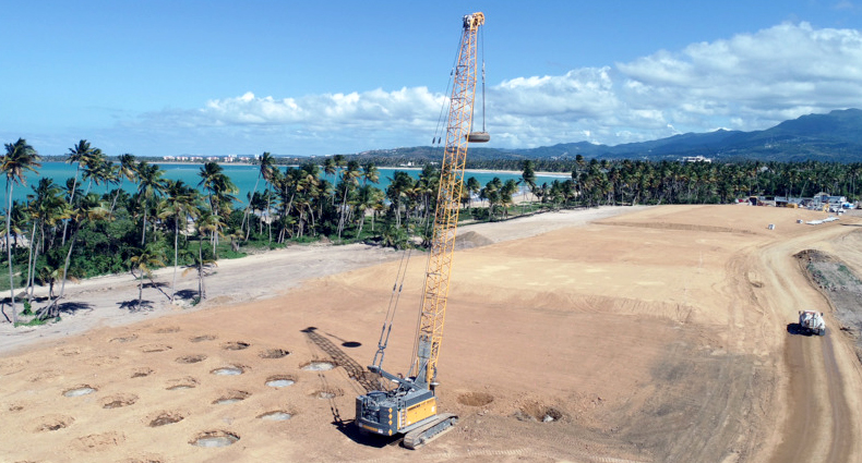 Liebherr HS 8100 HD Duty Cycle Crawler Crane working Puerto Rico