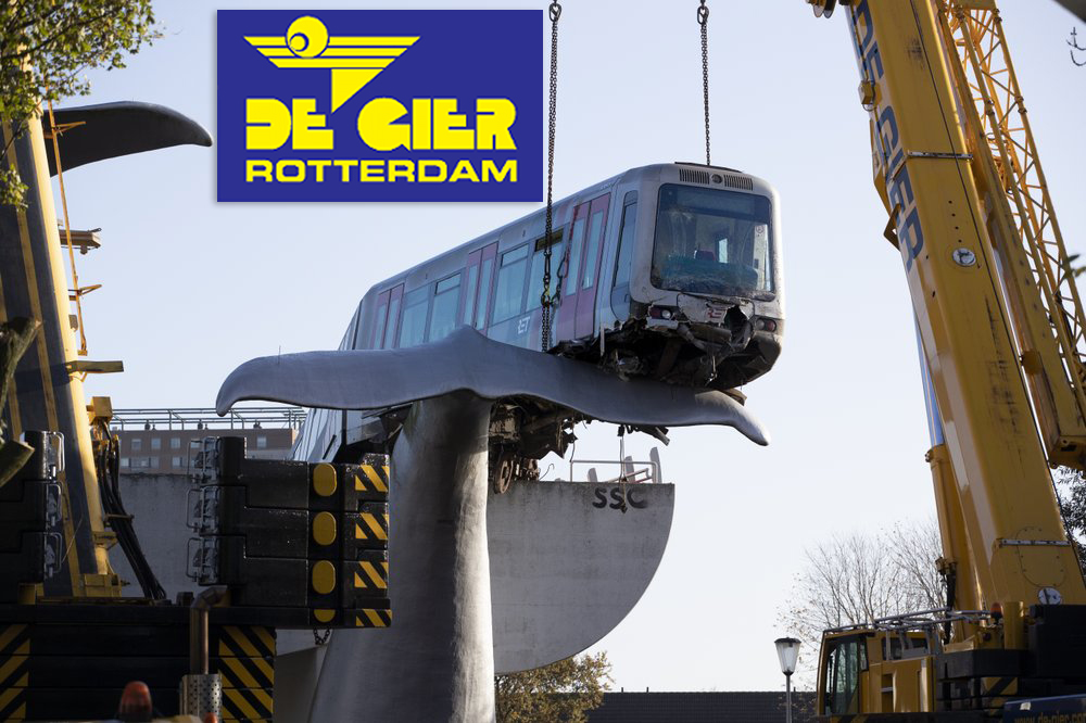 De Gier Rotterdam executes tandem lift with two All Terrain Cranes to remove train from a whales tale