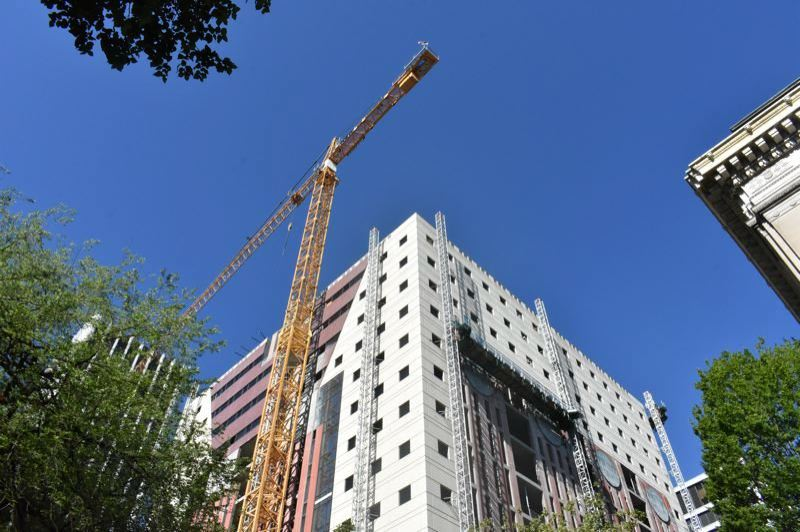 Portland working Tower Crane count drops to 23 total from 27 in 2020